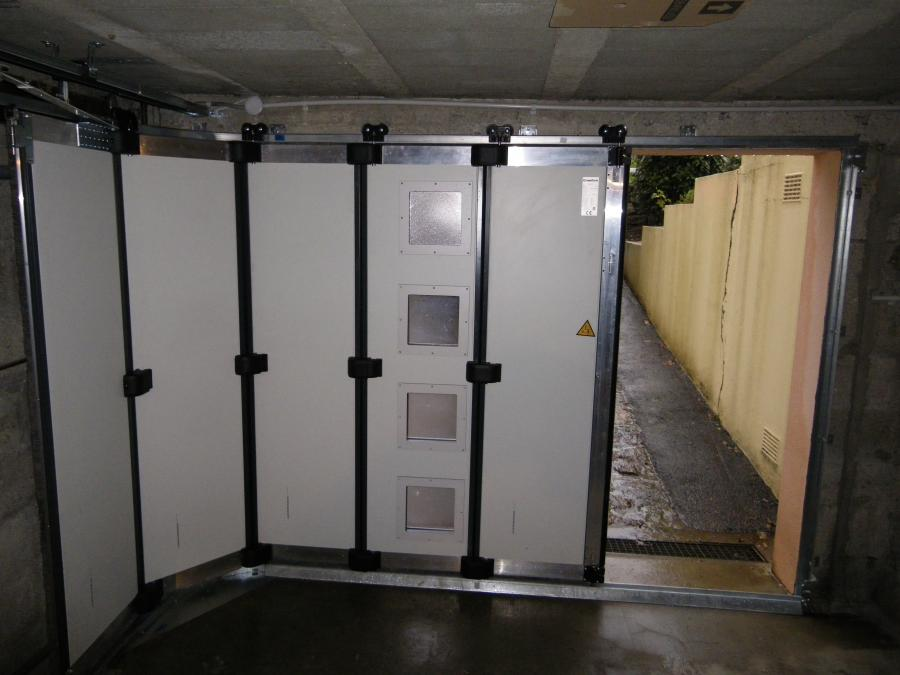 Porte de garage sectionnelle ouverte
