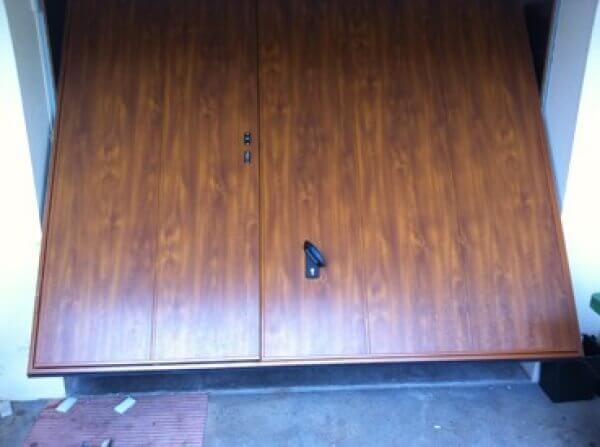 Porte de garage avec portillon couleur bois