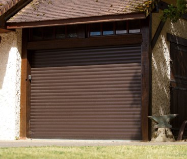 Porte de garage enroulable pose en applique exterieur