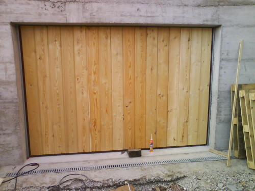 Porte de garage basculante habillage bois
