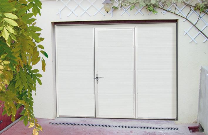 Porte de garage avec portillon en acier