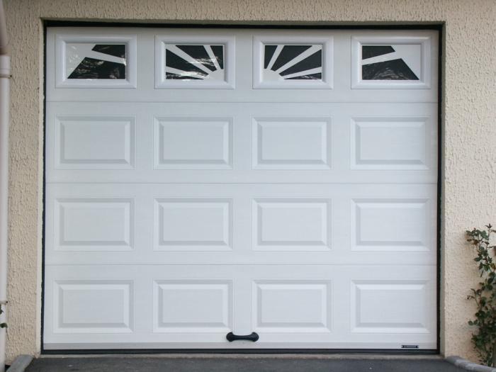 Porte de garage en pvc lapeyre