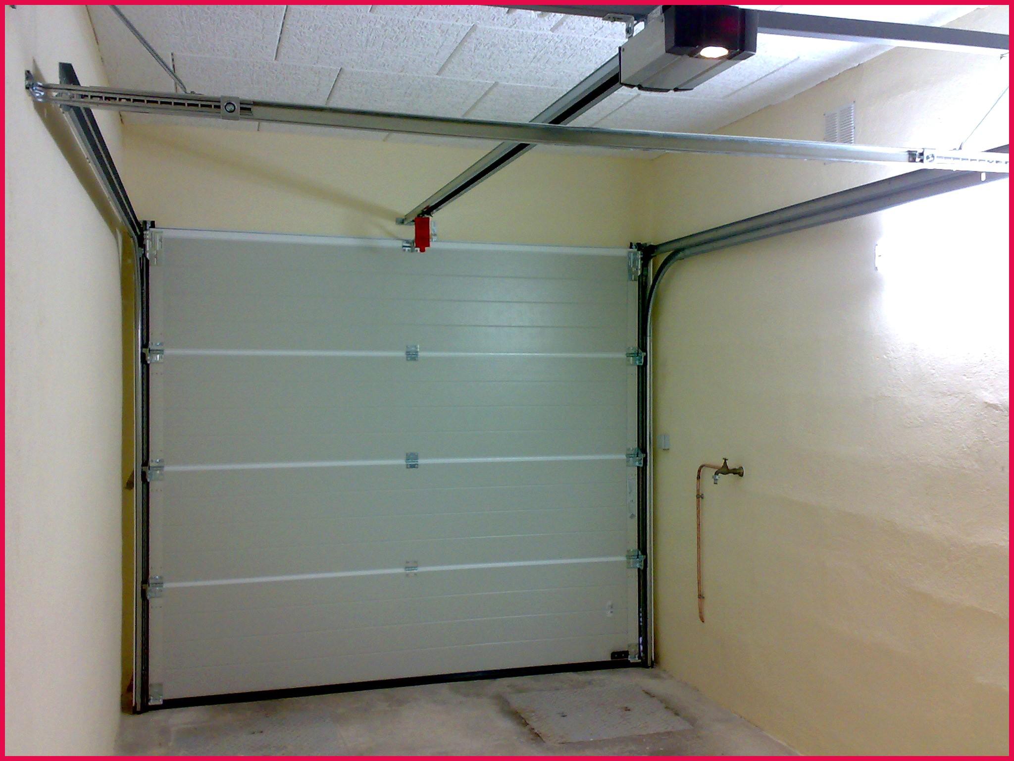Montage porte de garage basculante electrique voiture moto et auto - Porte de garage electrique ...