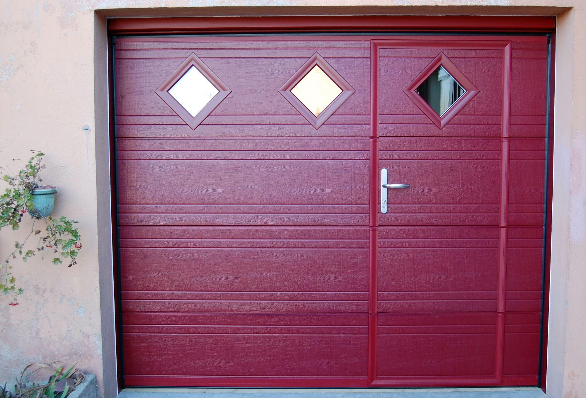 Porte de garage avec portillon battant voiture moto et auto for Porte de garage icare