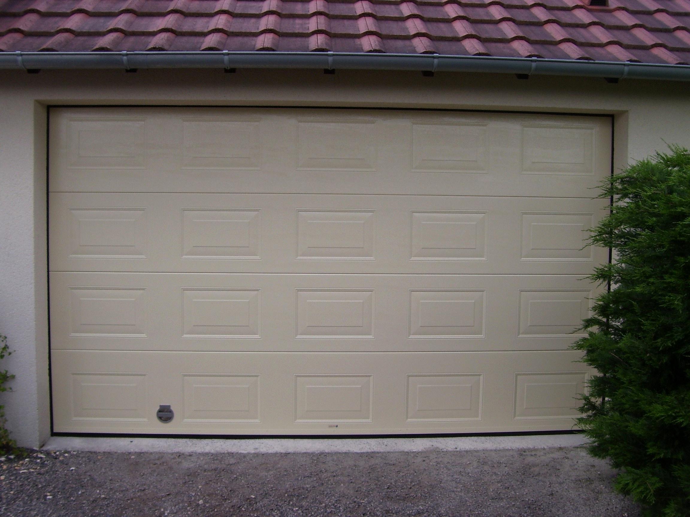 Porte de garage sectionnelle jura