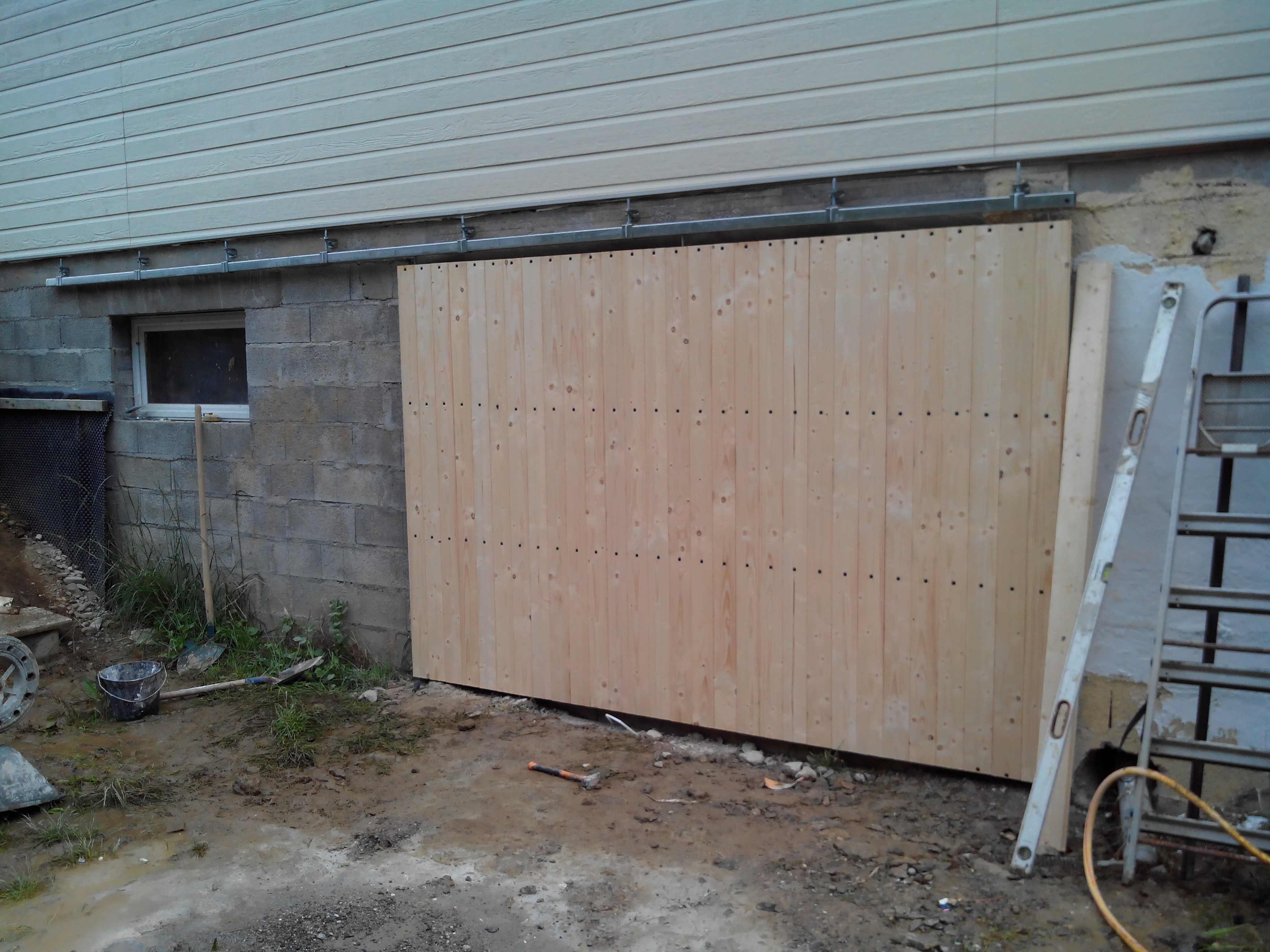 Porte de garage coulissante extérieure